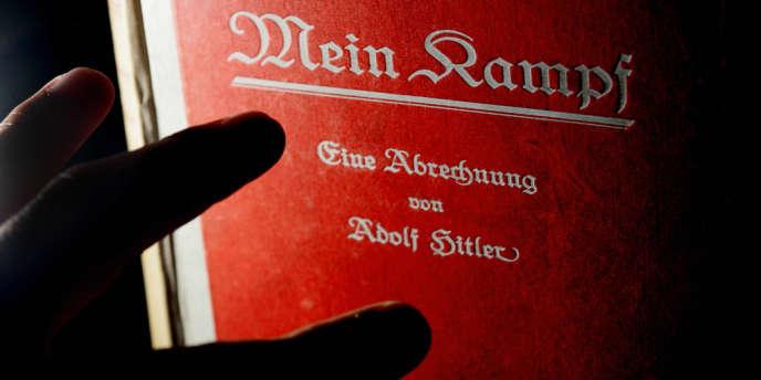Copie de la première édition de l'ouvrage d'Adolf Hitler,