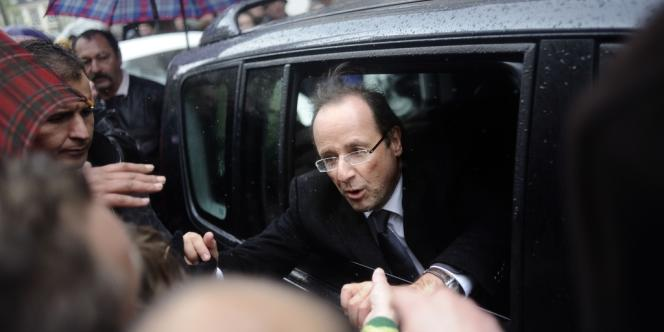 François Hollande après son meeting à Lorient, le 23 avril.