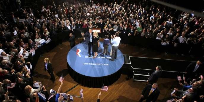 Mitt Romney avec sa femme et ses petits-fils, à Manchester dans le New Hampshire, mardi 24 avril 2012.