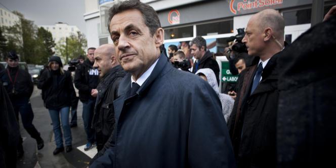 Nicolas Sarkozy en visite, le 24 avril 2012, à Longjumeau (Essonne).