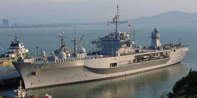 Un navire de la VIIe Flotte américaine dans le port vietnamien de Danang, en avril.
