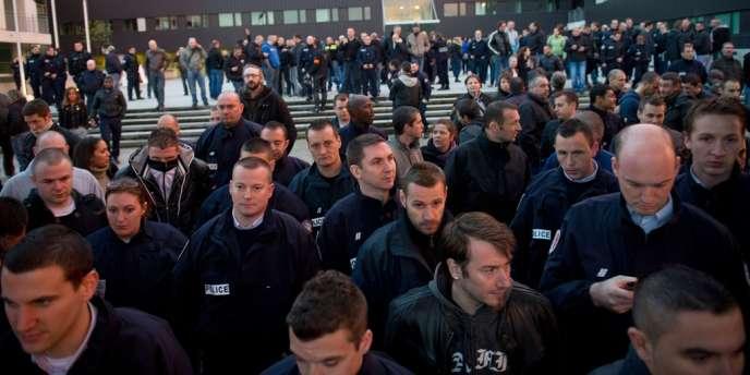 Des policiers ont manifesté mercredi 25 avril à Bobigny (Seine-Saint-Denis).