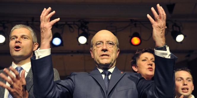 Alain Juppé a envisagé pour la première fois, mercredi 25 avril, de faire pression pour l'adoption à l'ONU d'une résolution autorisant le recours à la force en Syrie.