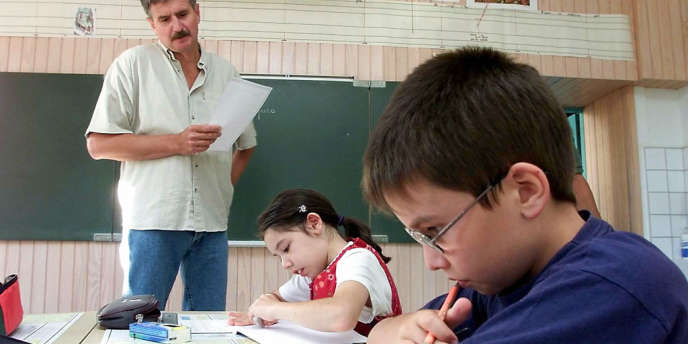 Le taux de scolarisation des 15-19 ans est passé de 89 % en 1995 à 84 % en 2010, relève l'OCDE.