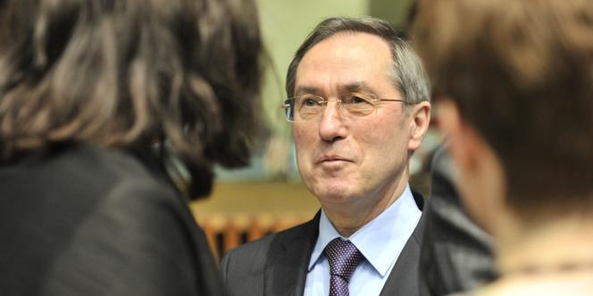 Claude Guéant, au siège de l'Union européenne, à Luxembourg, le 26 avril 2012.