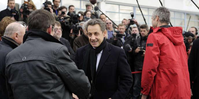 Nicolas Sarkozy, devant l'usine Lejaby à Yssingeaux, le 8 mars.