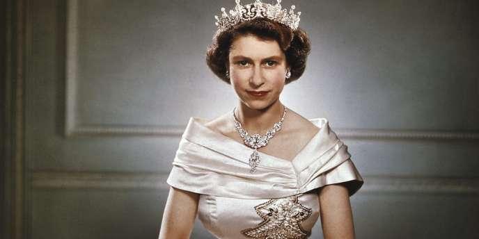 En 1951, à Clarence House, la résidence de sa mère. Elle  montera sur le trône un an plus tard.