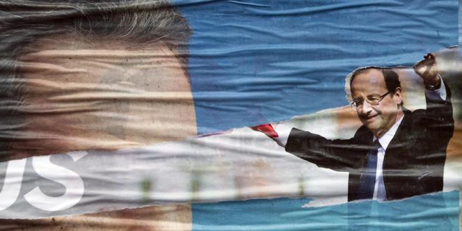 Affiches de campagne de Nicolas Sarkozy et François Hollande.