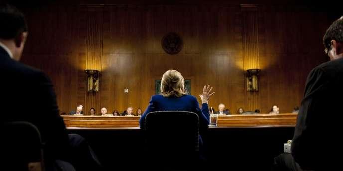 La secrétaire d'Etat américaine Hillary Clinton lors d'un briefing sur la situation en Afghanistan et au Pakistan, en juin 2011.