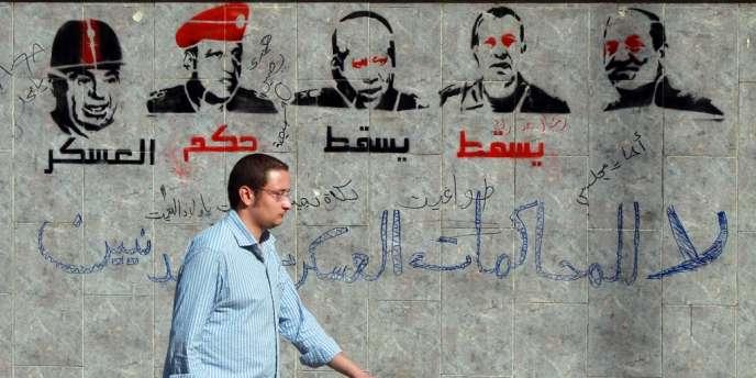 Un graffiti critiquant les militaires au pouvoir en Egypte depuis la chute d'Hosni Moubarak.