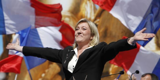 Marine Le Pen face à ses partisans, place de l'Opéra à Paris, le 1er mai.