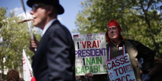 Manifestation traditionnel du 1er mai pour la défense du travail. Paris le  1er mai 2012