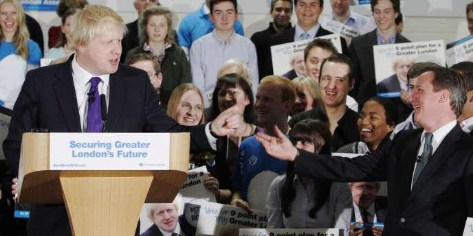 Le maire de Londres Boris Johnson et le premier ministre David Cameron, à Londres, en avril 2012.