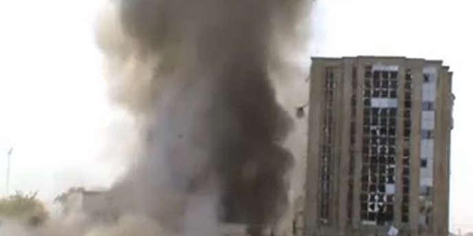 Une image issue de la video postée par le groupe islamiste de l'attentat-suicide contre le journal