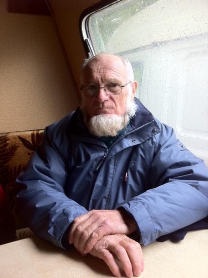 Michel Tarin, dans sa caravane à Nantes, après 21 jours de grève de la faim contre le projet d'aéroport de Notre-Dame-des-Landes.