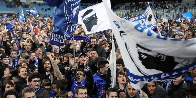 Les supporteurs de Bastia sont heureux : leur club retrouve l'élite sept ans après la relégation.