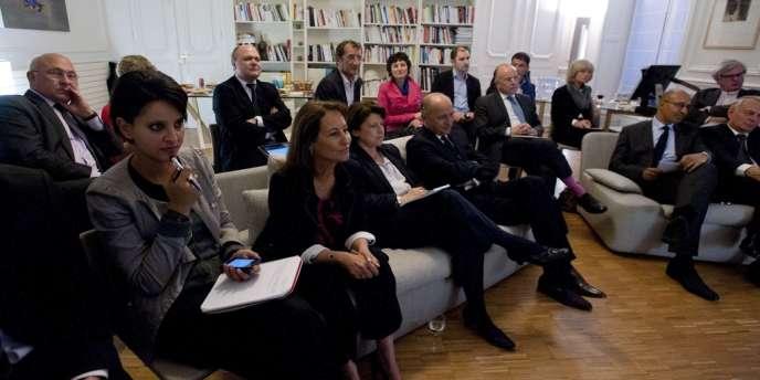 Najat Vallaud-Belkacem et Ségolène Royal durant une réunion de l'équipe de campagne de François Hollande, en 2012.