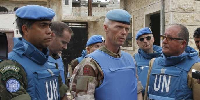 Le chef de la mission des observateurs en Syrie, Robert Mood (2e à gauche), le 3 mai 2012.