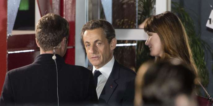 Nicolas Sarkozy et sa femme Carla Bruni-Sarkozy, à la sortie du plateau du débat télévisé, mercredi soir.