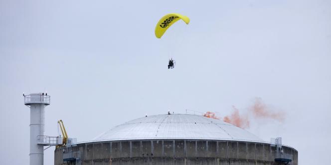 Mercredi 2 mai, un militant de Greenpeace avait survolé en paramoteur la centrale nucléaire du Bugey, dans l'Ain, avant de s'y poser.