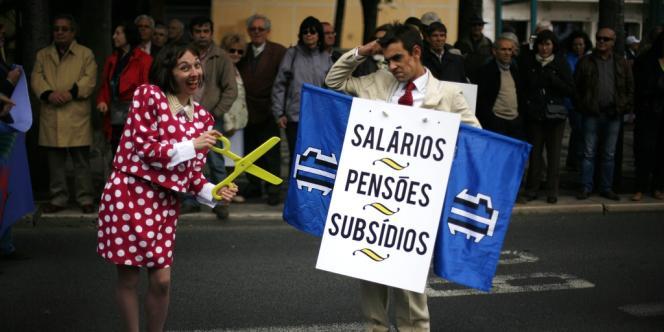 Les Portugais manifestaient  le 1er Mai 2012, contre les coupes imposées par le gouvernement aux salaires, aux pensions et aux allocations.