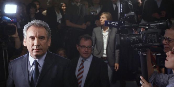 François Bayrou, jeudi 3 mai, à son siège de campagne.