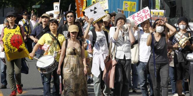 Manifestation anti-nucléaire dans les rues de Tokyo, samedi 5 mai.