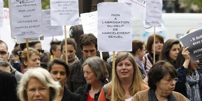 200 personnes s'étaient réunies le 5 mai devant le Conseil constitutionnel pour protester contre l'abrogation de la loi sur le harcèlement sexuel.