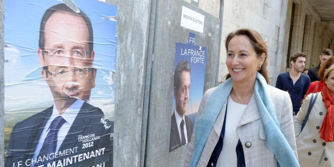 Ségolène Royal à son arrivée à son bureau de vote, à la Rochelle, dimanche 6 mai 2012.