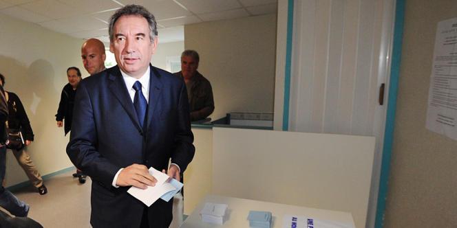 François Bayrou pense que l'UMP doit clarifier la ligne qu'elle compte suivre.