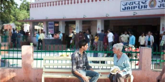 Dev Patel et Judi Dench dans le film britannique de John Madden,