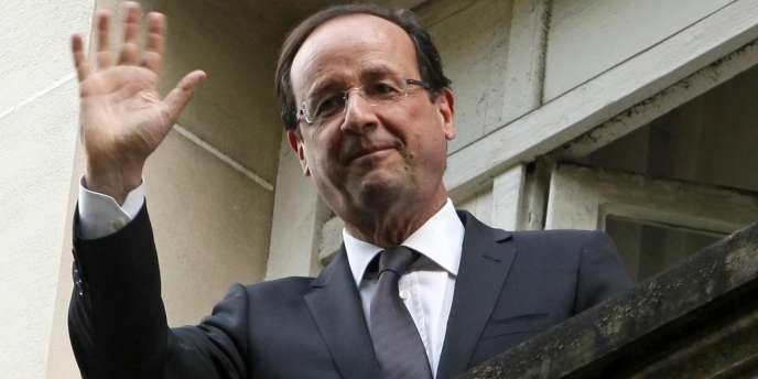 François Hollande, au QG socialiste de la rue de Solférino, à Paris, lundi 7 mai.