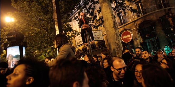 Des milliers de personnes se sont réunis place de la Bastille après le résultat des votes.