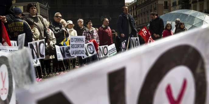 Manifestation contre la réduction des budgets de l'éducation et de la santé, à Madrid, le 29 avril 2012.