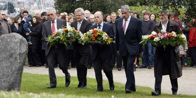 Le maire de Cherbourg, Bernard Cazeneuve, le 8 mai à Cherbourg à l'occasion des 10 ans de l'attentat de Karachi.