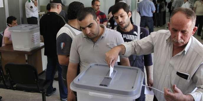 Dans un bureau de vote de Damas, le 7 mai, lors des élections législatives.