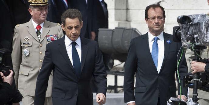 Nicolas Sarkozy et François Hollande, lors de la cérémonie du 8-Mai à Paris.