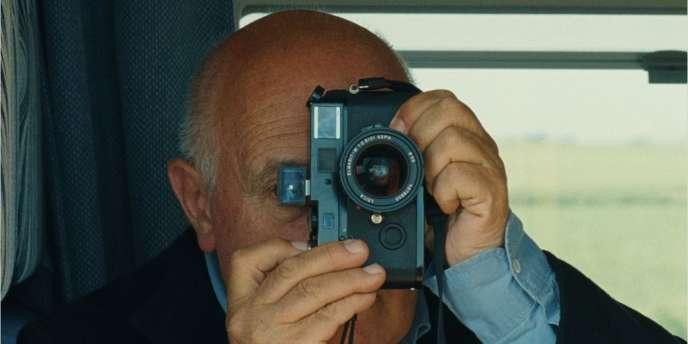 Le photographe Raymond Depardon dans le film documentaire français,