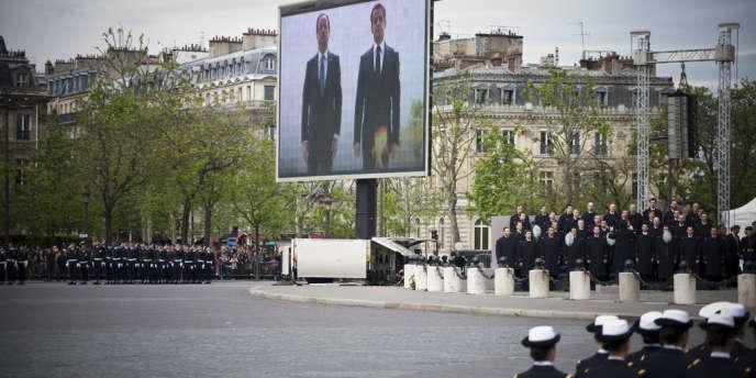 François Hollande et Nicolas Sarkozy, en 2012, pour la commémoration du 8 mai 1945.
