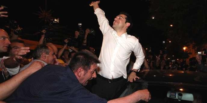 Ce plus jeune chef d'un parti politique en Grèce, leader de la gauche radicale est résolument opposé aux plans européens de sauvetage. Il a su répondre à la colère des électeurs.