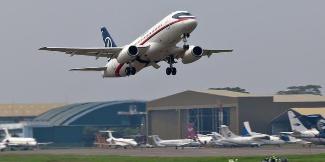 Décollage du Superjet-100, à Djakarta, en Indonésie, le 9 mai 2012.