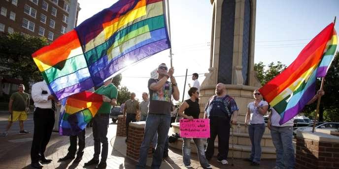 Des membres de la communauté homosexuelle applaudissent la déclaration de Barack Obama sur le mariage gay, le 9 mai, à Dallas.