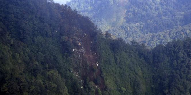 Image fournie par l'armée de l'air indonésienne desl lieux du crash du Sukhoi Superjet-100.