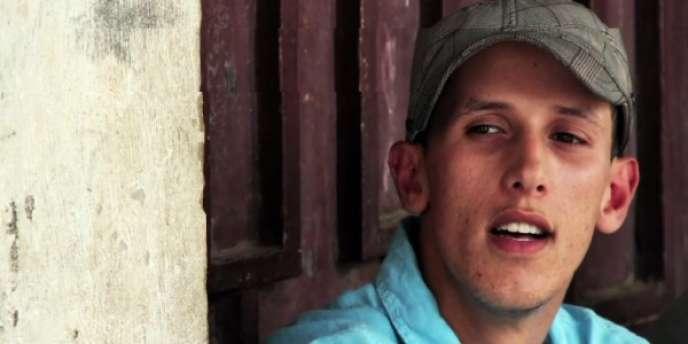 Mouad Belghawat, rappeur contestataire condamné à un an de prison ferme par la justice marocaine, a été libéré après avoir purgé sa peine.