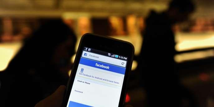 Les publicités ciblées devraient apparaître dans le flux principal de Facebook, là où paraissent les statuts des amis.