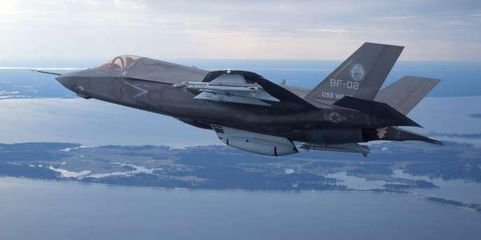 Le chasseur bombardier F-35, en vol d'essai au-dessus du Maryland (Etats-Unis), le 22 février.