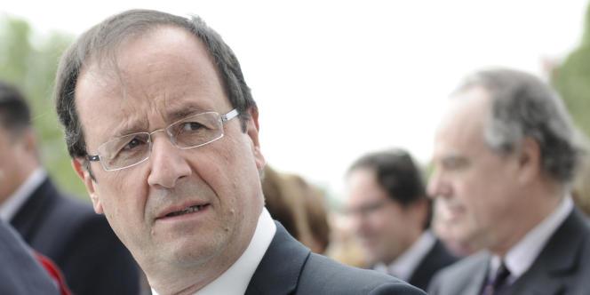 De ses années à HEC et à l'ENA, M. Hollande garde quelques amitiés dans le milieu de l'entreprise.
