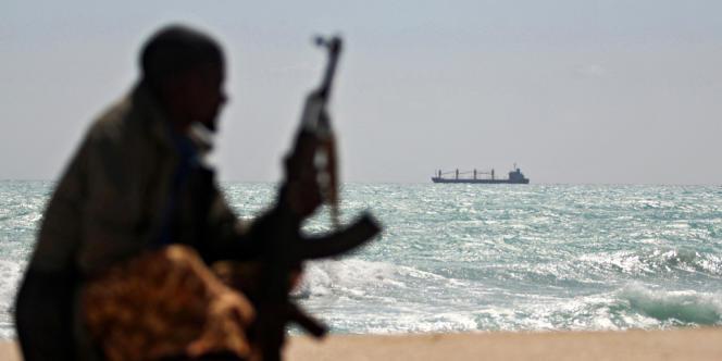 Depuis 2008, les armateurs de navires français bénéficient de la protection de la marine nationale pour prévenir les risques d'attaques pirates, mais ne sont pas autorisés à embarquer des gardes armés, contrairement à d'autres pays.