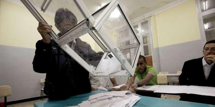 Le Front de libération nationale (FLN, au pouvoir) arriverait ainsi en tête des élections législatives de jeudi en Algérie, suivi de la coalition islamiste de l'