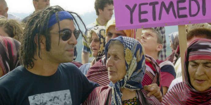 Le réalisateur Fatih Akin sur le tournage de son documentaire,